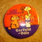 "Garfield Odie ""I love static electricity""  metal brooch pin badge."