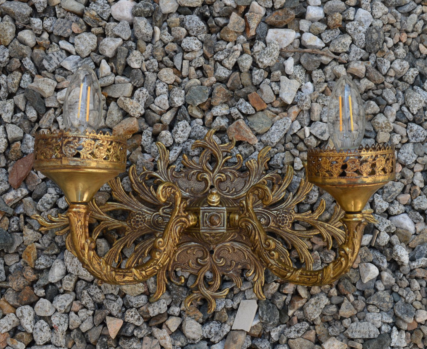 ARCHITECTURAL SALVAGE 1950s SCONCE 2ARMS WIDE BACK SLATE BRASS 13x10x9