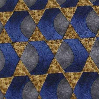 New VanHeusen USA Hexagon Triangle Gold Silk MEN Neck Tie Men Designer Tie EUC