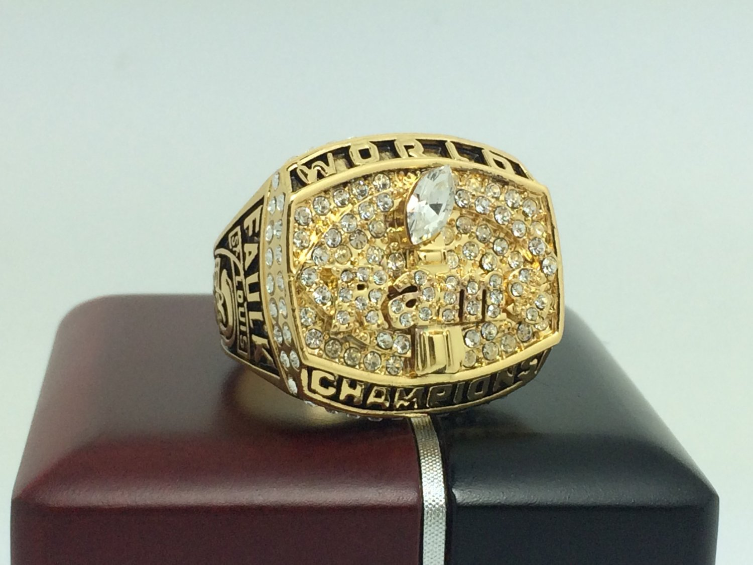 1999 St Louis Rams super bowl Championship Ring 11 Size With wooden box