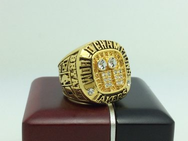 2001 Los Angeles Lakers  Basketball NBA Championship Ring 10 Size With wooden box