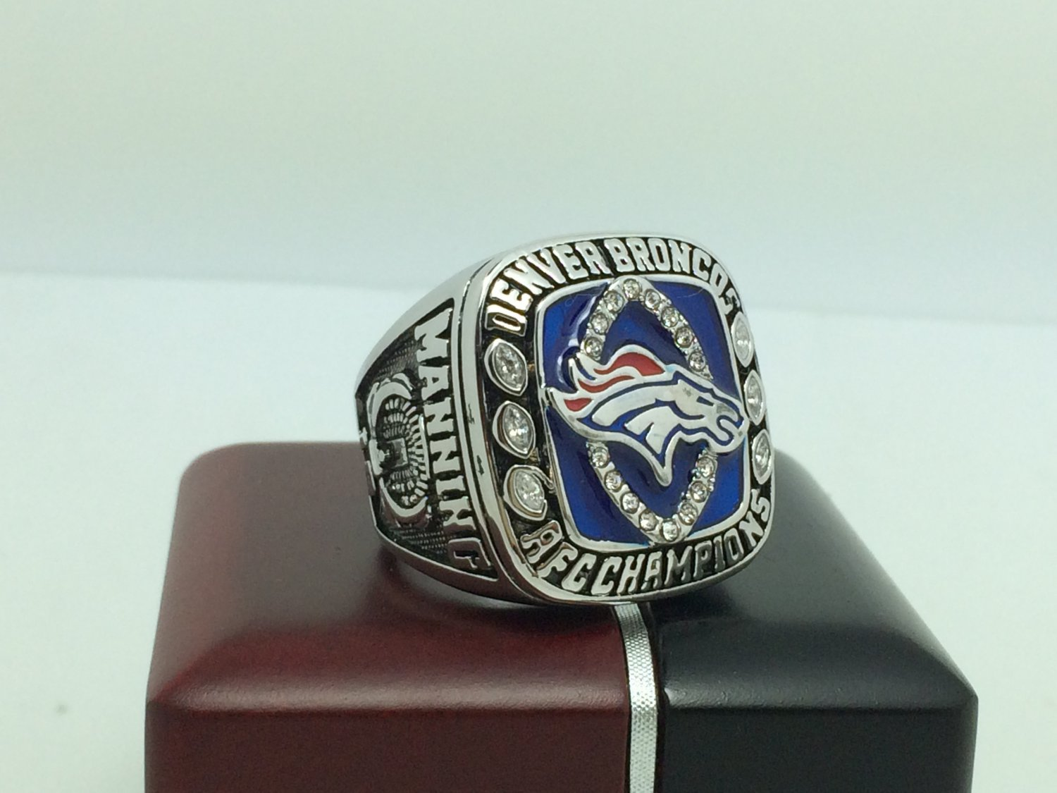 2013 Denver Broncos AFC super bowl Championship Ring 9-13 Size With wooden box