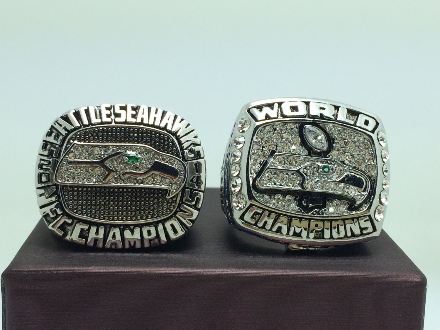 One Set 2PCS 2013 2014 Seattle Seahawks super bowl Championship Ring 11 Size With wooden box