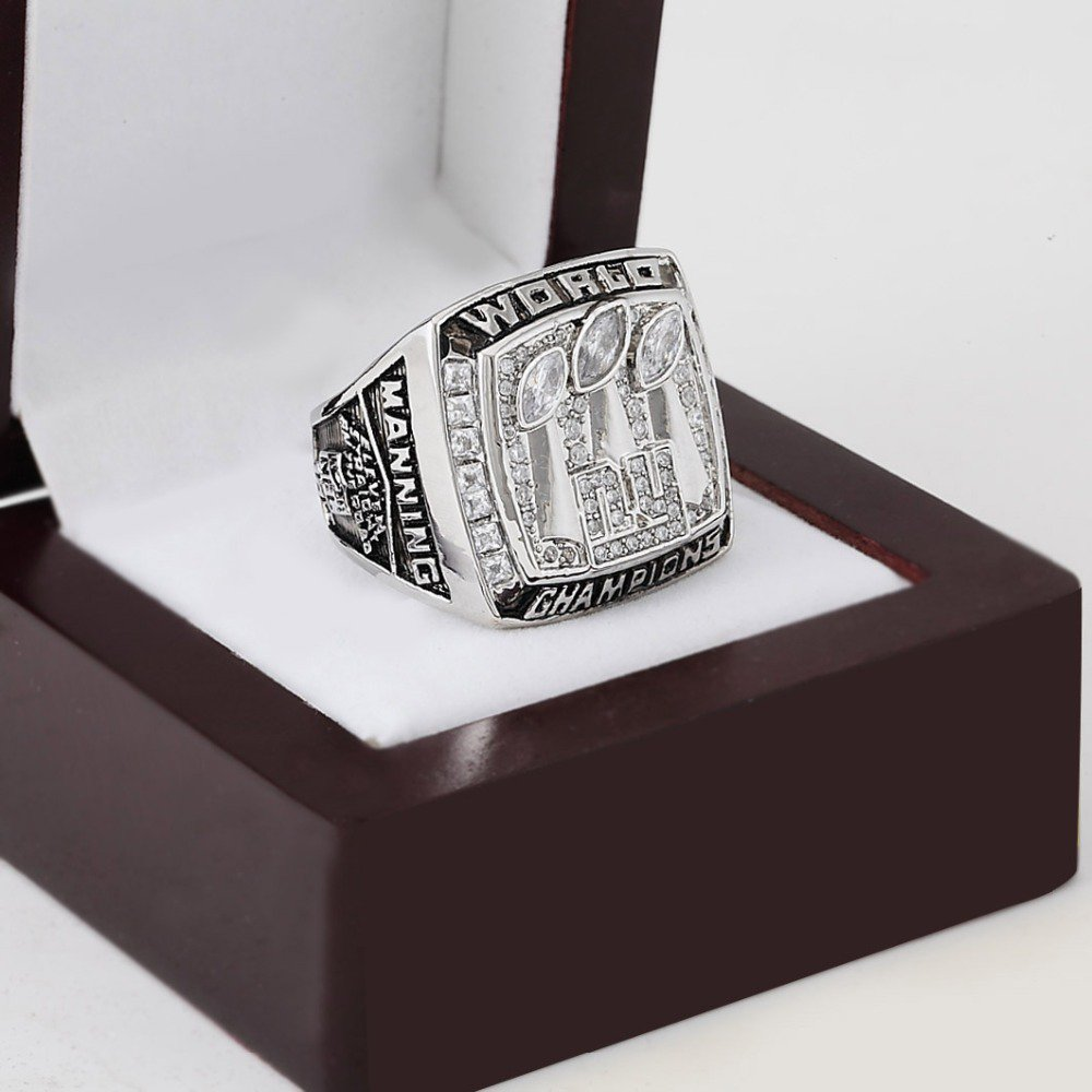 2007 New York Giants super bowl Championship Ring 10-13 Size with a nice wooden case