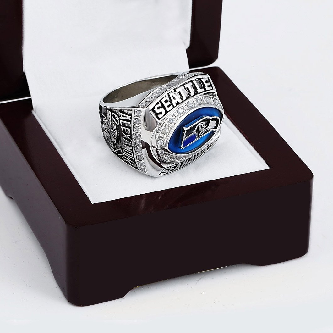 2005 SEATTLE SEAHAWKS NFC Football Championship Ring Size 10-13 With a nice wooden case