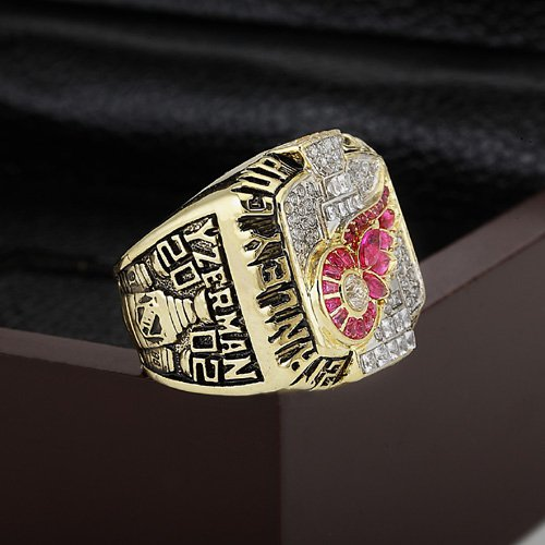 2002 Detroit Red Wings Hockey Championship Ring Size 10-13 With a nice wooden case