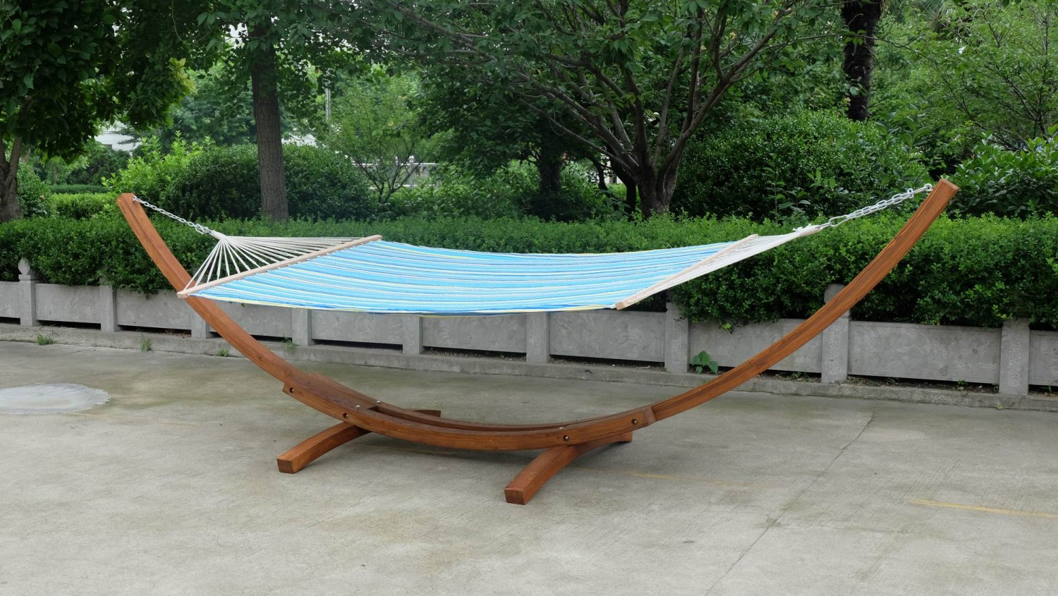 New Arched Double Wide Wooden Hammock Swing with Quilted Hammock