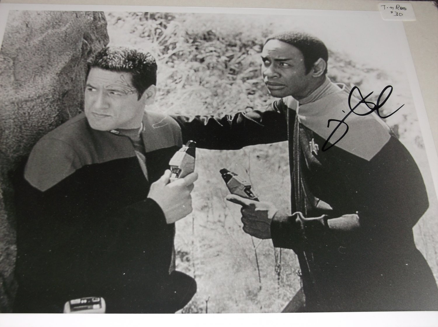 Tim Russ signed 10x8 photo Star Trek Voyager