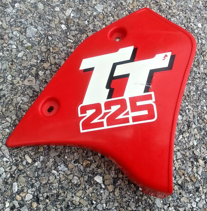 1987 Yamaha TT225 Right Side Tank Shroud