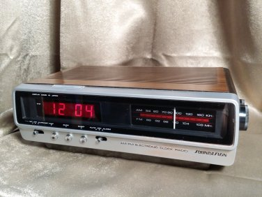 Vintage SOUNDESIGN Mid Century Wood Grain Digital Clock AM FM Raido Model 3626