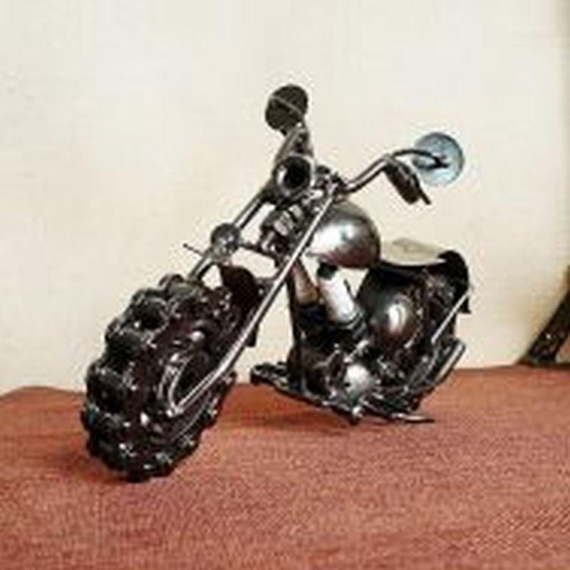 Fashion Model Vintage Iron Chain Motorcycle