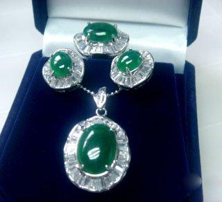 Noblest emerald jade necklace jewellery