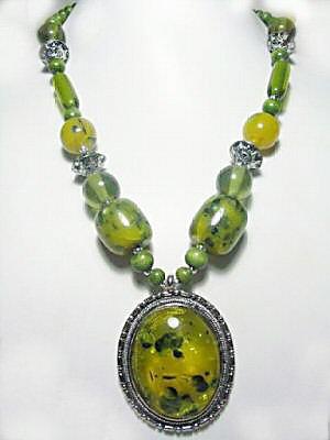 ELEGANT ASIAN TIBETAN GREEN AMBER NECKLACE