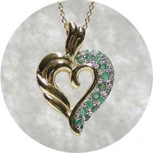 Emerald agate studded gold heart pendant