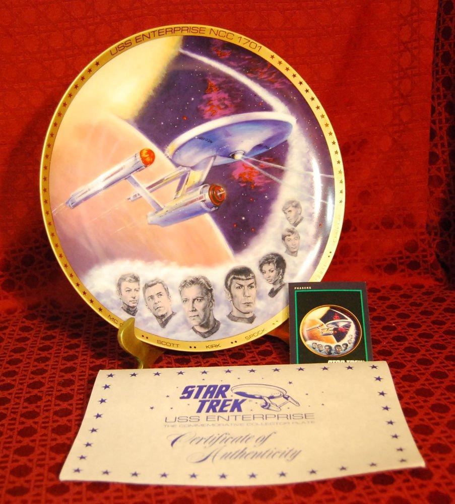 STAR TREK USS Enterprise (NCC-1701) Plate with Kirk, Spock, McCoy, Scott, Uhura