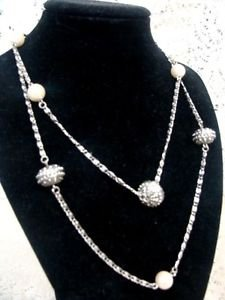 Avon Pearlesque Accent Vintage Necklace