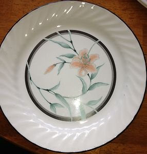 Corelle Tiger Lilly Black Orange Lilly  Dinner Plate Very Nice