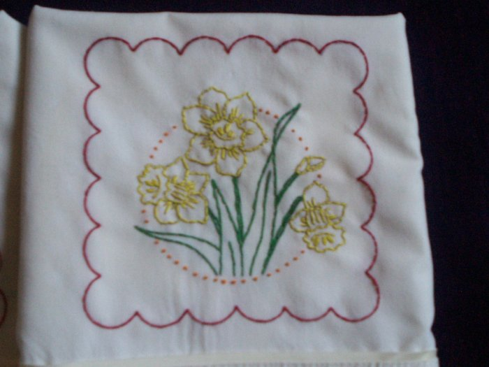set of 2 pillowcases lemon yellow daffodils