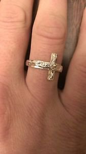 14K GOLD TWO-TONE SIDEWAYS CROSS CRUCIFIX BAND/RING   3 GRAMS  SIZE 9