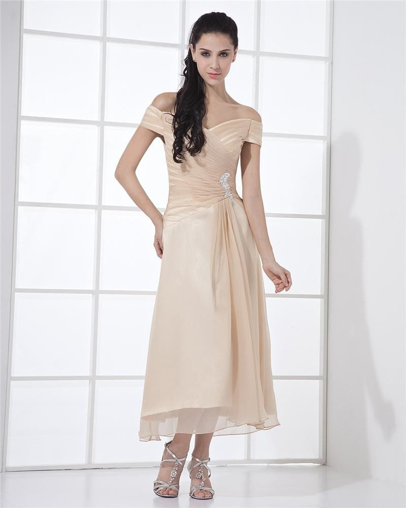 Chiffon Ruffle Off-the-Shoulder Knee Length Mother of Bride Dresses