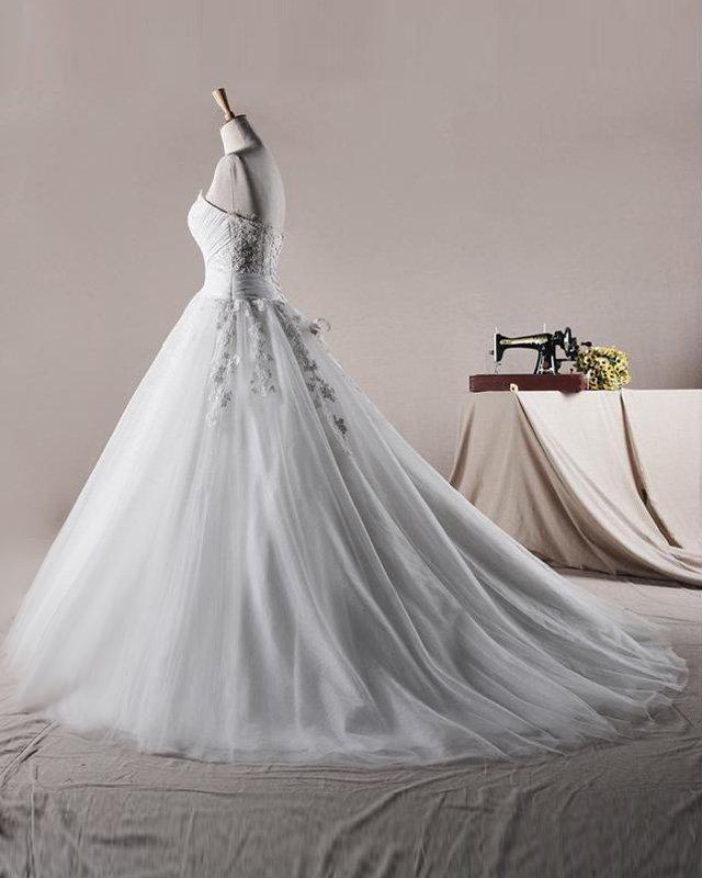Elegant Ruffles Applique Sweetheart Tulle A Line Wedding Dress