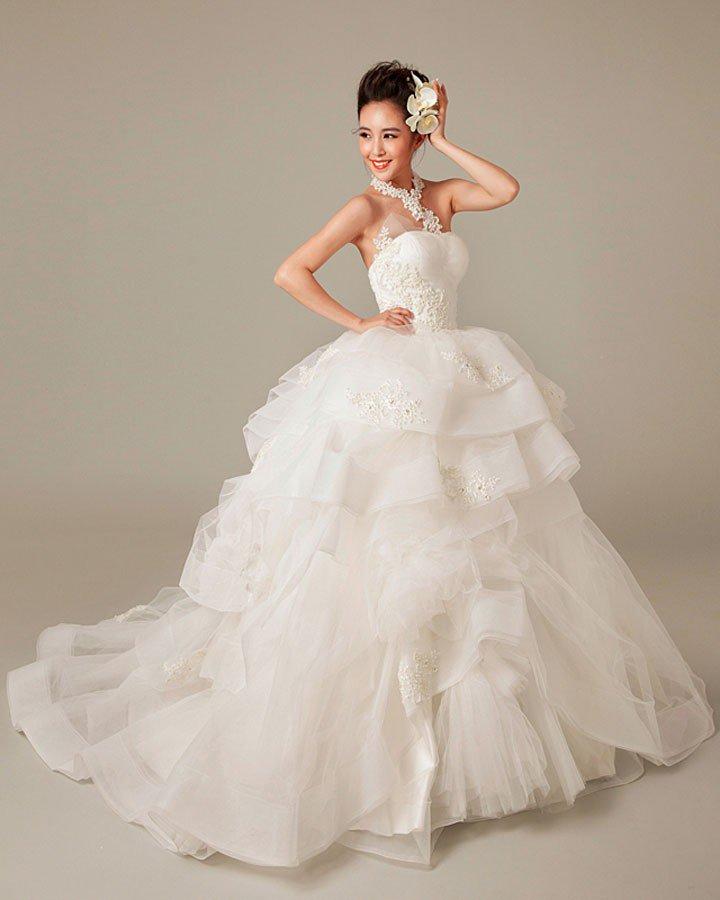 Applique Beading Ruffles Halter Tulle Ball Gown Wedding Dress