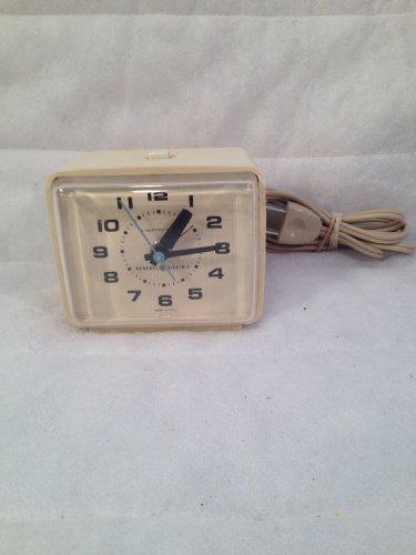 Vintage GE Plug-in Alarm Clock Lighted Dial Snooze Model 7373-4