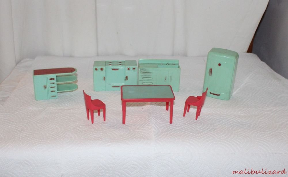 RARE VINTAGE PLASCO JADE AND RED KITCHEN FOR A TIN DOLLHOUSE