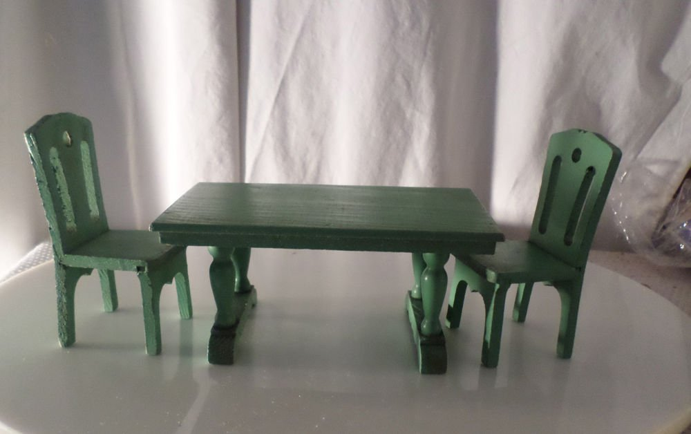 VINTAGE DOLLHOUSE WOODEN TABLE AND 2 CHAIRS 1930s STYLE
