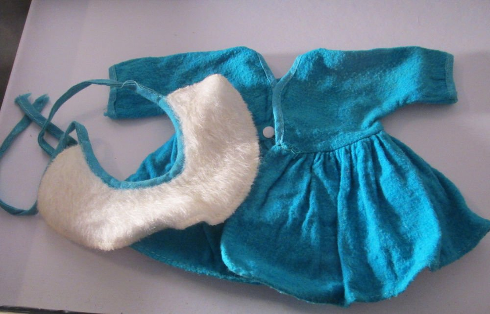 VINTAGE TURQUOISE BLUE DOLL  COAT AND HAT FOR A SMALL DOLL