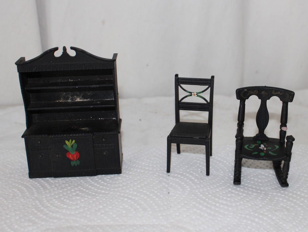 VINTAGE DOLLHOUSE MINIATURE RENWAL  STENCILED HUTCH AND DINING ROOM CHAIR