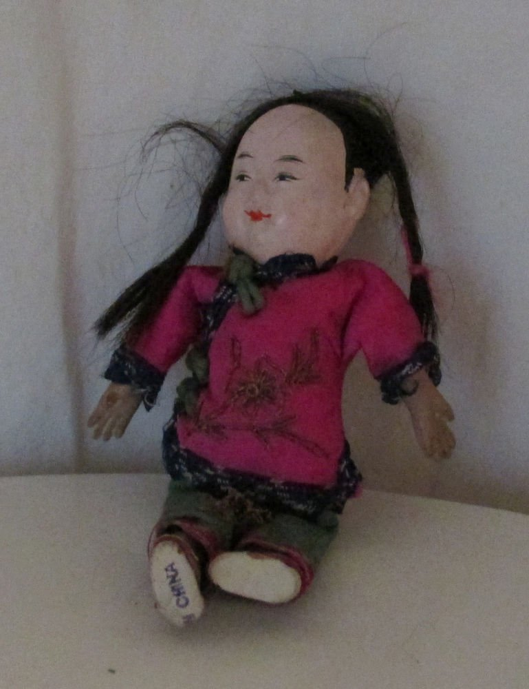 """VINTAGE ASIAN GOFUN DOLL PAINTED EYES LOTS OF DETAIL ON THE CLOTHES 7"""""""