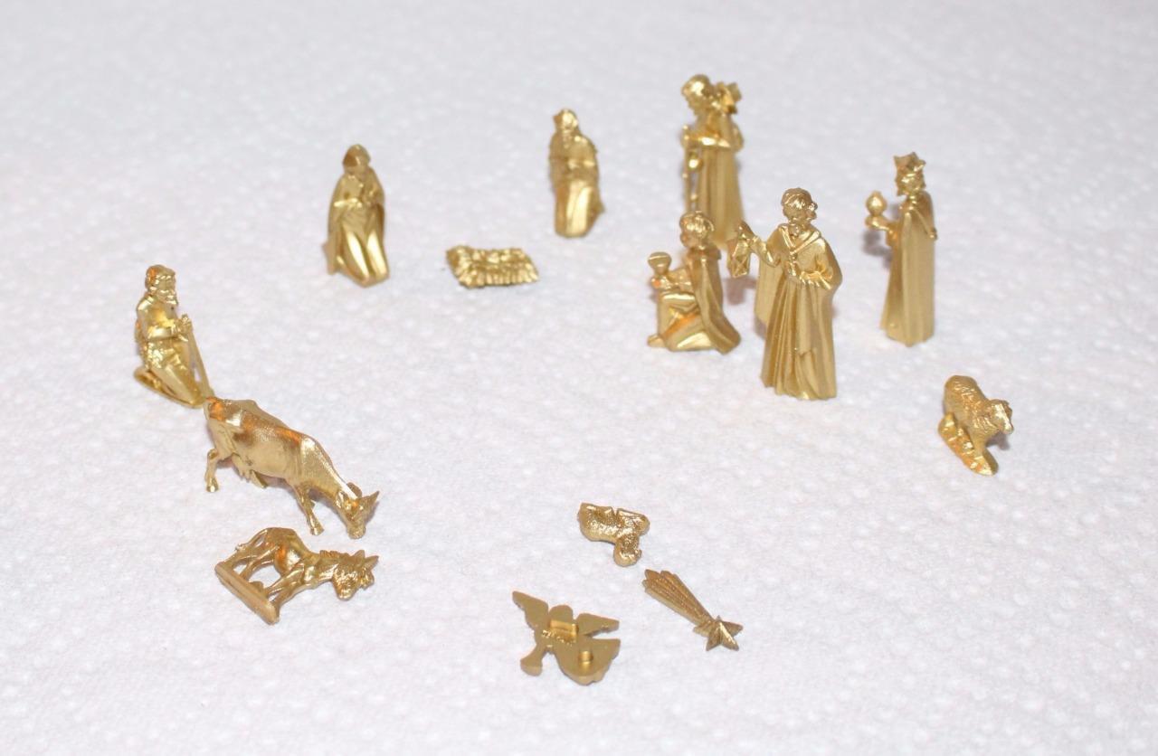Dollhouse Miniature Nativity Set Plastic Gold Pieces Original Box