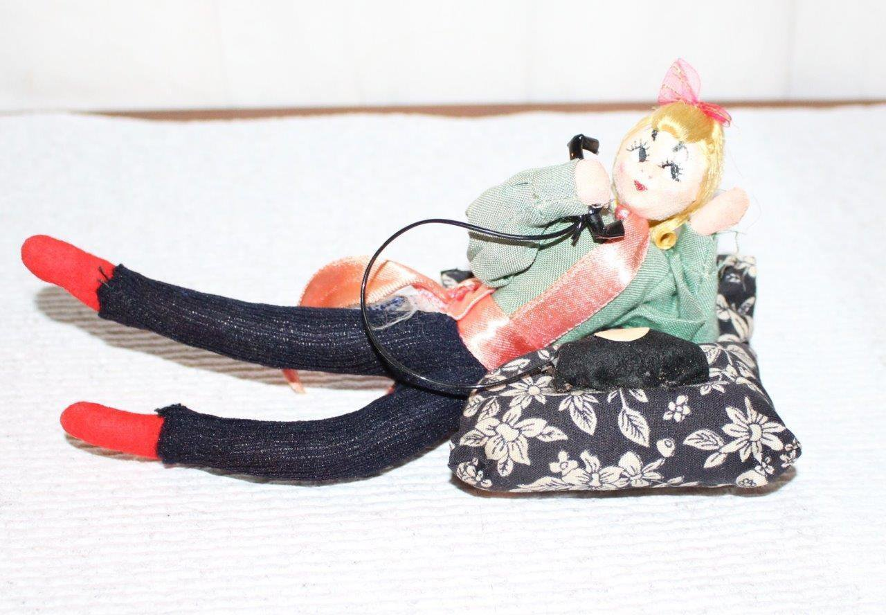 Vintage 1950s/60s Bendable Wide Eyed Doll Reclining Talking on Telephone Japan