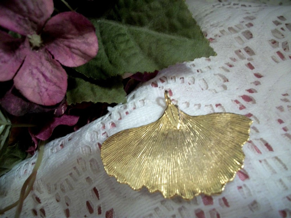 Leaf Pendant VTG 1980's Handcrafted Artisan Jewelry Shiny 22k Gold Plated