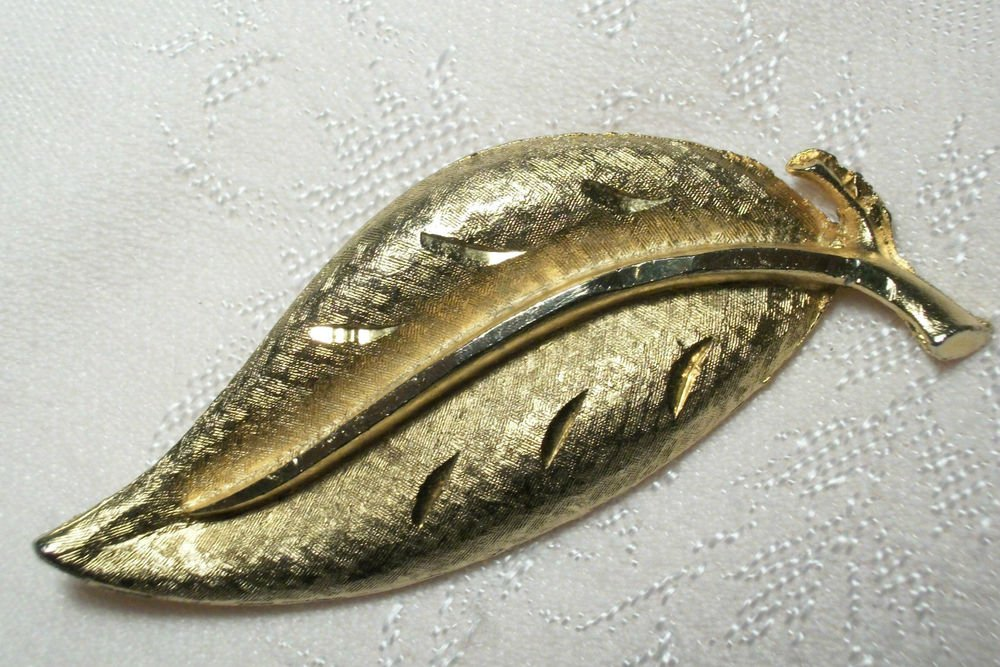 Leaf Brooch Diamond Cut and Brushed Gold Metal Vintage1960's Fashion Coat Pin