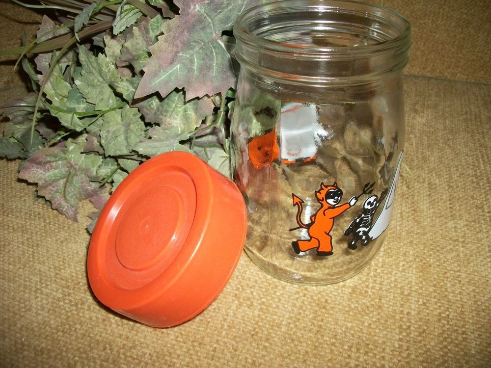 Trick or Treat Candy Jar Vintage1970's Carlton Glass Halloween Canister