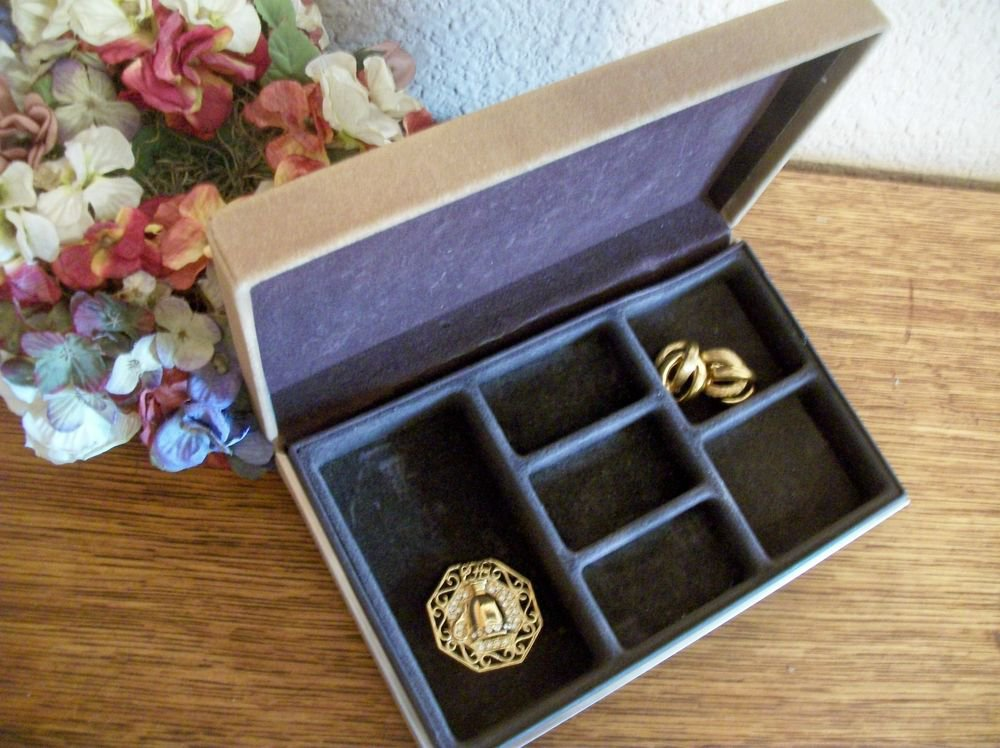 Jewelry Box Unisex VTG AVON Beige Flocked Compartment Storage Flip Top Case