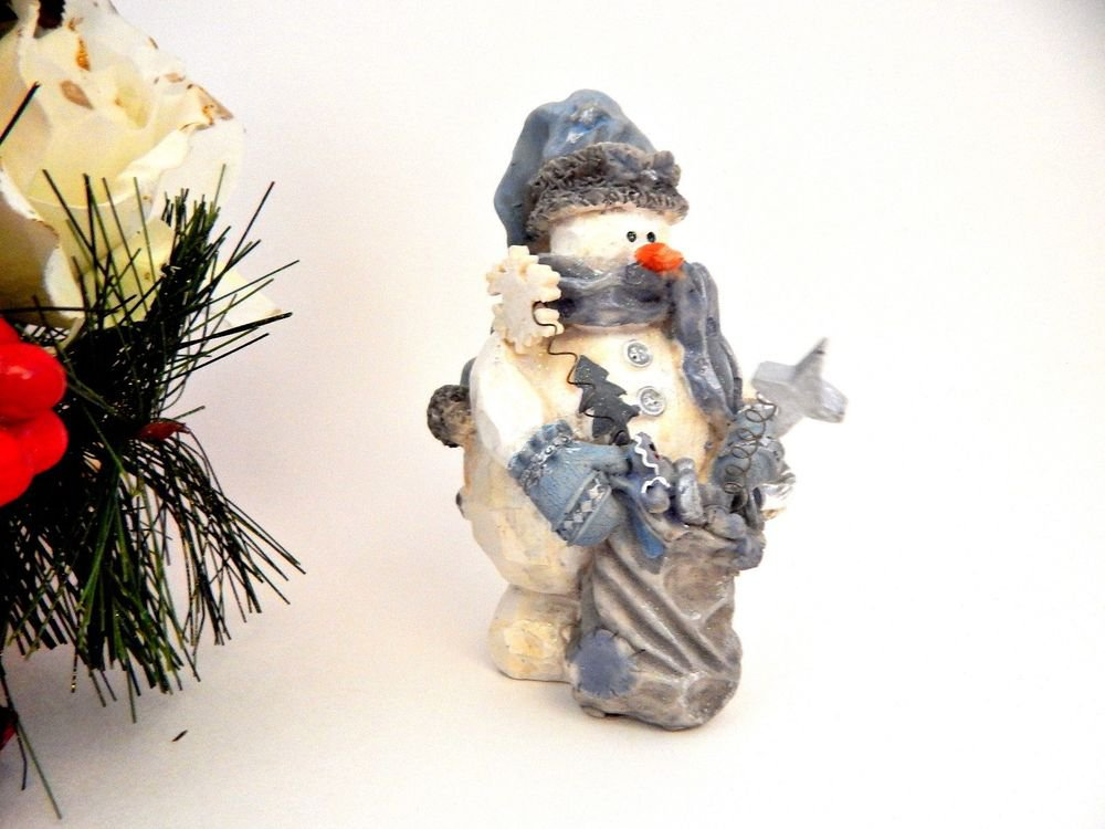 Snowman Figurine White and Blue Rustic Wood Style Resin Winter Christmas Decor