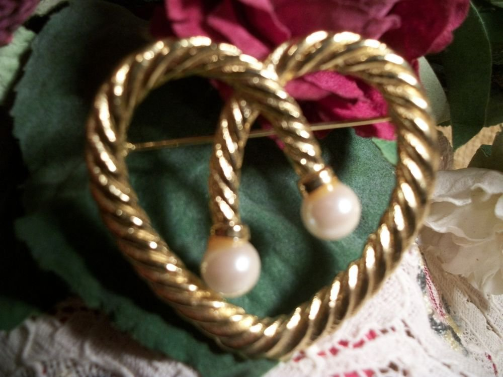 Heart Brooch Shiny Gold Tone Metal Twisted Rope White Bead VTG Fashion Jewelry