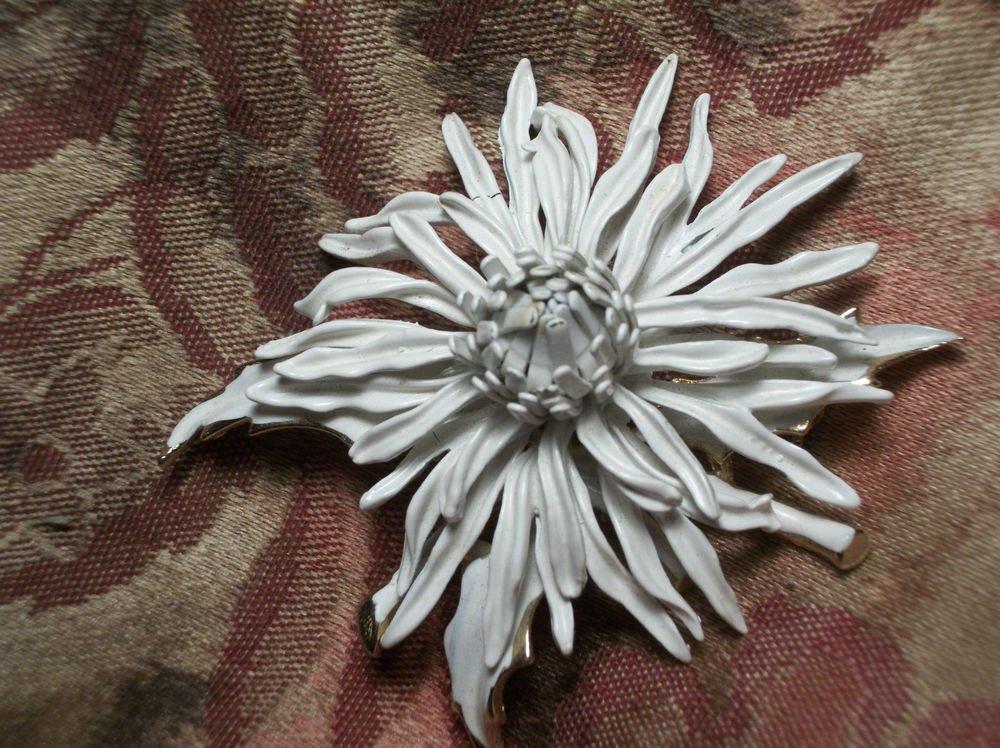Brooch CORO Jewelry Chrysanthemum White Flower Enameled COROCRAFT VTG Pin