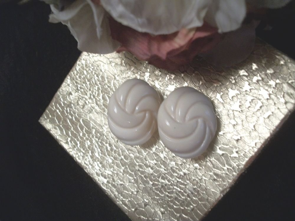 Earrings Oval Molded Plastic Ivory Swirls Clip-On Vintage 1960's Costume Jewelry