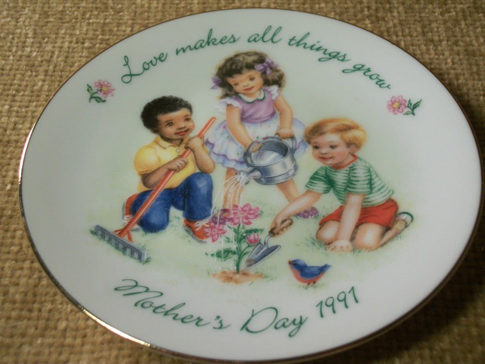 VTG AVON 1991 Mother's Day Plate Love Makes All Things Grow Kids Garden Flowers