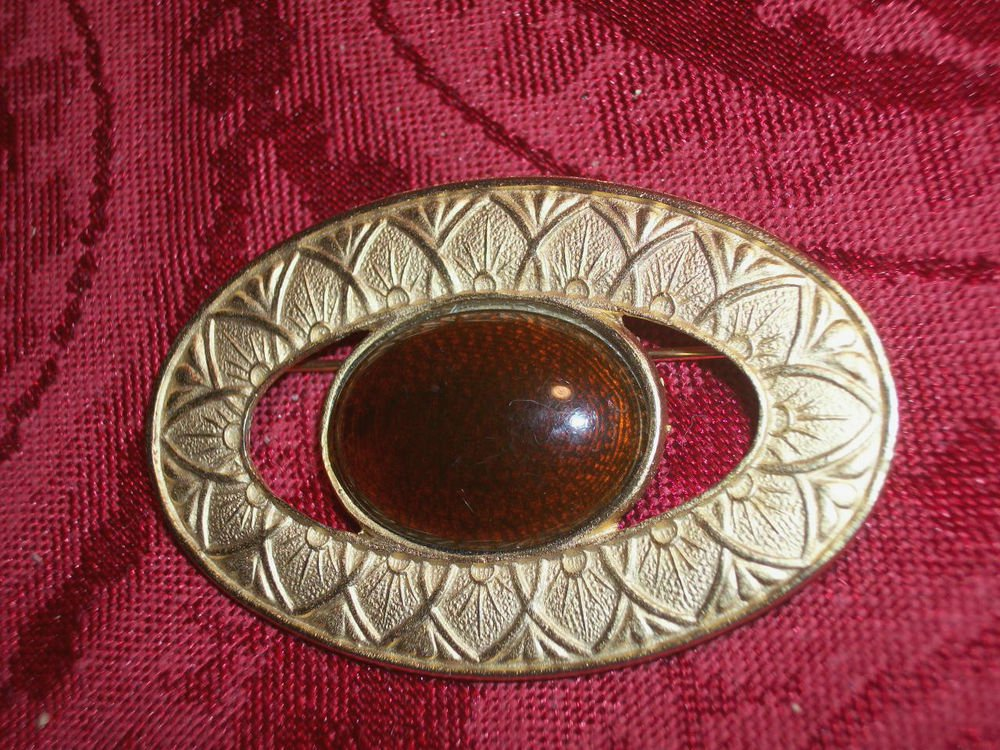 Brooch Vintage Gold Tone Metal Oval Geometric Pin Brown Cabochon Jewelry