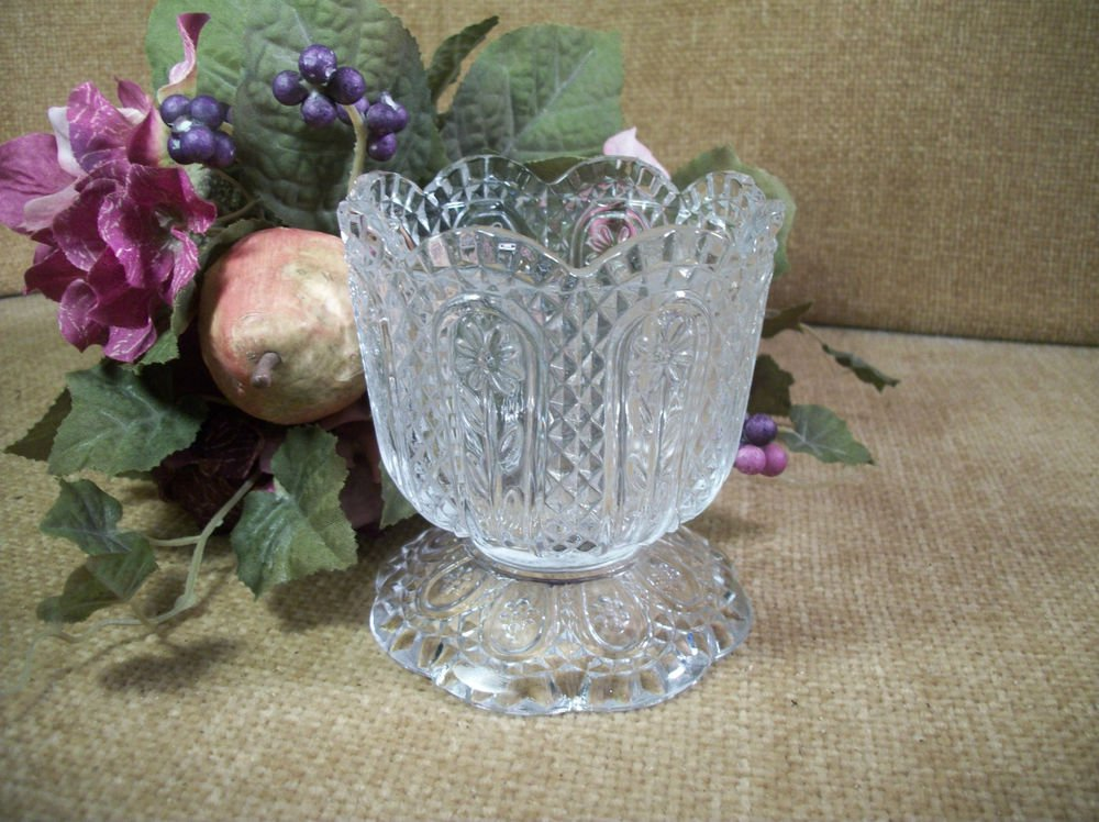 AVON FOSTORIA Glass Dish Candle Holder Daisy Diamond Pedestal Vase Vintage 1973