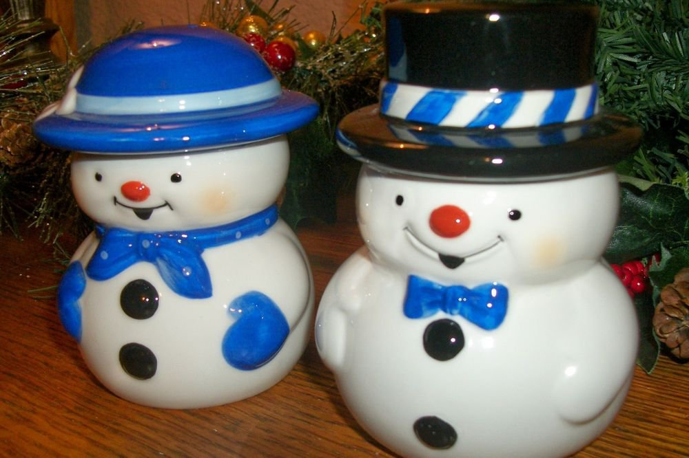 Snowman Salt and Pepper Shakers Mr Mrs He She Mesa Products Christmas Tableware