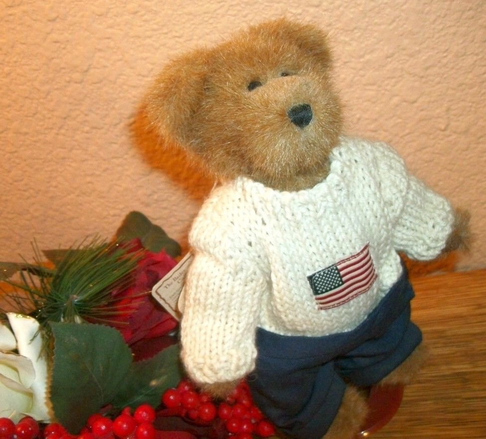 """Boyds Bear 8"""" Edmund w/stand & tags 2002 Bailey Friends Collection Flag Sweater"""