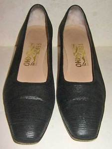 Salvatore Ferragamo Pumps Low Heel Black Ribbed Textured Leather  Shoes  8 AAAA