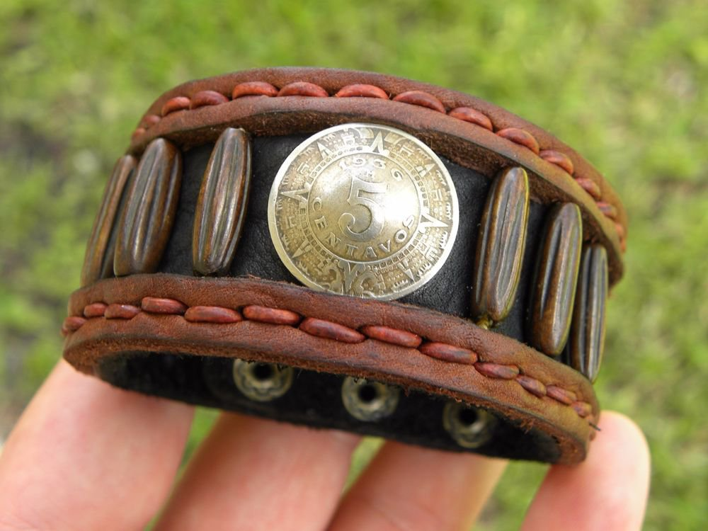 Signed  Bracelet  Buffalo Leather wristband 5 centavos Aztec calendar Mexican