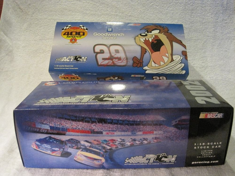 New 2002 Kevin Harvick #29 Action 1:18 NASCAR GM Goodwrench Looney Tunes Rematch